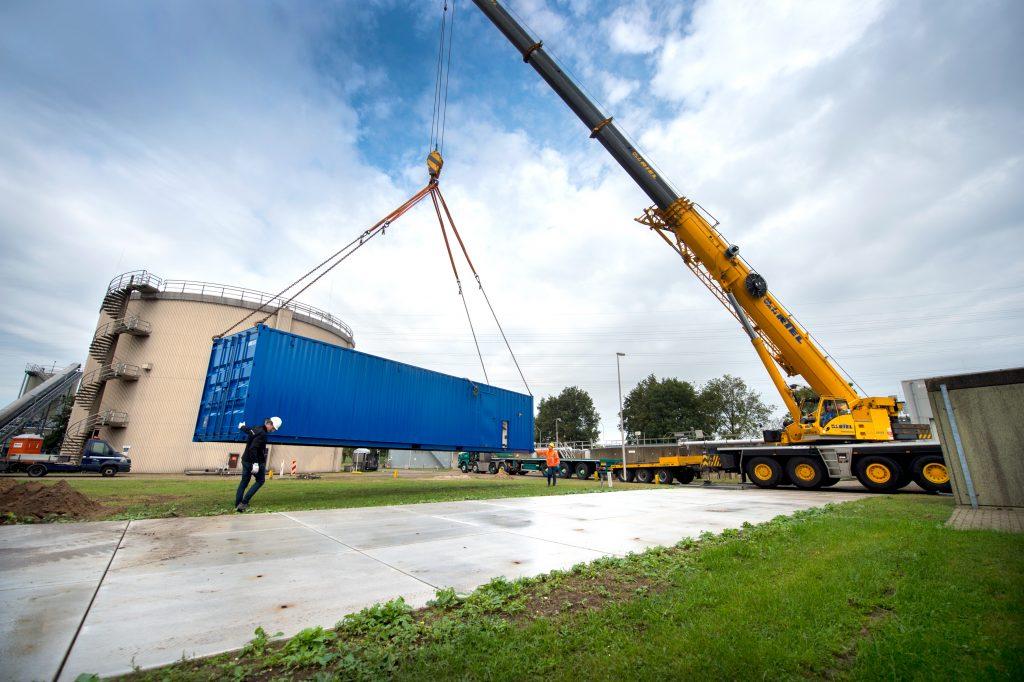 De installatie staat tot eind dit jaar bij de rwzi in Roermond